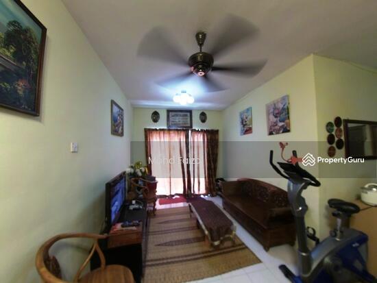 Apartment Vista Pinggiran 980sf Equine Park Ground Floor 2 Parking  131751558