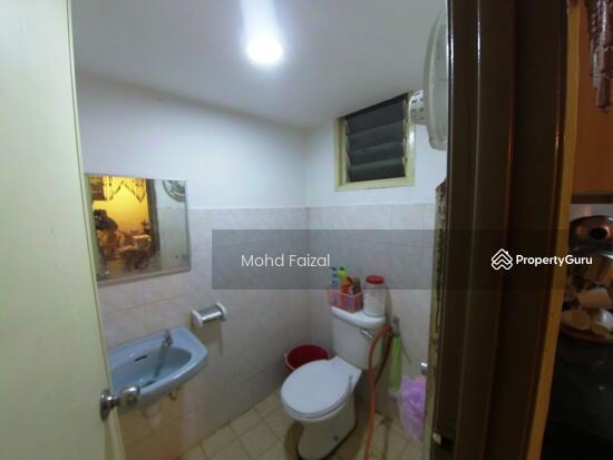 Apartment Vista Pinggiran 980sf Equine Park Ground Floor 2 Parking  131751559