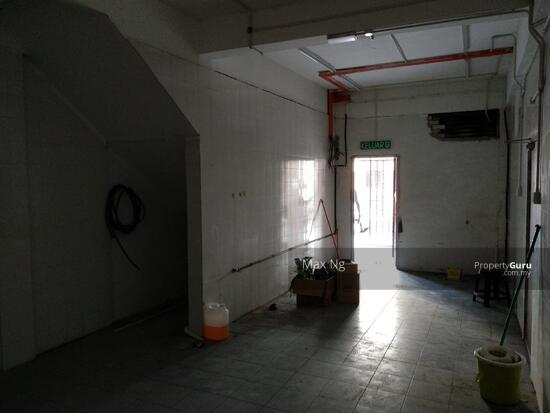 2 Storey Commercial shop, 5600sf, Facing Main road. High Exposure.  139048303