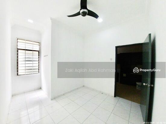 Bandar Nusaputra  139791817
