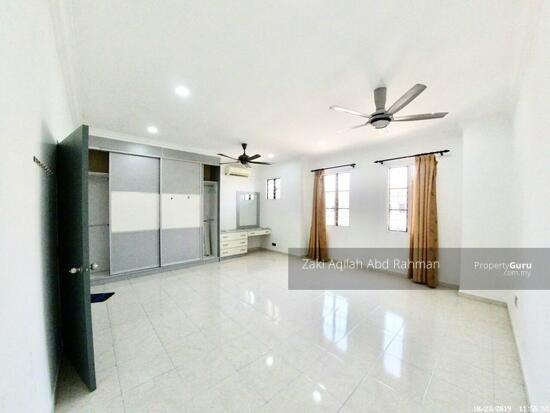 Bandar Nusaputra  139791824