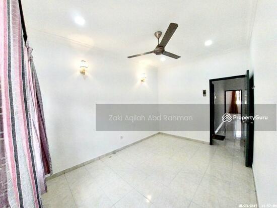 Bandar Nusaputra  139791829